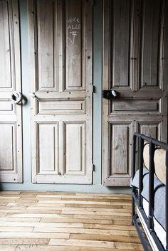"""Résultat de recherche d'images pour """"ancienne porte bois laissée brute"""""""