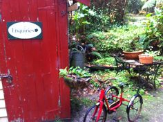 Vintage trikes around the garden Old Toys, Cottages, Garden, Vintage, Cabins, Garten, Old Fashioned Toys, Country Homes, Lawn And Garden