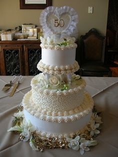 50 years...wow!!  Beautiful cake for a special celebration...Love the two tones of icing...