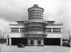 The Ocean Terminal in Southampton, built demolished criminal. Art Deco Stil, Art Deco Home, Art Nouveau, Art Deco Clothing, Streamline Moderne, Art Deco Buildings, Building Art, Interesting Buildings, Art Deco Design