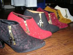 Prince's boots... I want to say this was sometime around the mid to late 90s, not eighties, the patterns and materials seem to reflect the Gold Experience era through the awful NPS era.