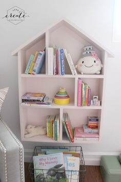 Love this House Bookshelf via @LoveCreateCelebrate #merrymonday #woodcrafts #bookshelf