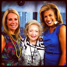 Today Show hour) - Kathie Lee, Hoda and Betty White Morning Tv Shows, Hoda Kotb, Johnny Carson, Celebrities Then And Now, Betty White, Female Actresses, Hollywood Star, Today Show, Golden Girls