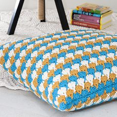 Crocheted pillow cover, also suitable for a house with animal hair suppliers / Virkattu tyynynpäällinen karvaiseenkin talouteen.