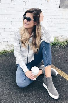 Let's take a look at casual fall shoe styles for fall 2018 including a pair of suede wedge sneakers as well as retro shoes for women. Business Casual Outfits, Stylish Outfits, Fresh Outfits, Fall Outfits, Fall Wedges, Fall Shoes, Casual Fall, Clothes, Suede Sneakers