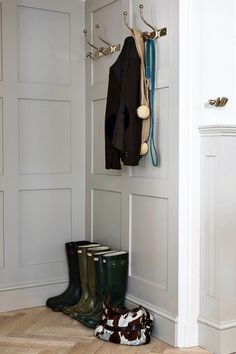 Full Height Hallway Panelling in Farrow and Ball Purbeck Stone Hallway Walls, Entry Hallway, Hallways, Bungalow Hallway Ideas, Hall Paint Colors, Farrow And Ball Living Room, Painted Paneling Walls, House Window Design, Hall Painting