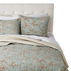 This three piece coverlet set includes a full/queen or king size quilt and two matching pillow shams. This quilt set is machine washable for easy care. 3 Piece Full/Queen or King Size Pink, Blue, and Teal Floral Patchwork Bedding Bedspread Bed Quilt Set. Teal Bedding Sets, Target Bedding, Comforter Sets, Blue Bedroom Decor, Bedroom Ideas, Queen Mattress, Country Furniture, Country Decor, Quilt Bedding