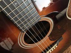 Martin 000-28EC Eric Clapton Signature Acoustic Guitar Sunburst Finish