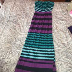 Color Block Maxi Dress with Side Slits Color Block Maxi Dress with Side Slits on both sides. Size small but super stretchy so I believe it can also fit as a medium and large Express Dresses Maxi