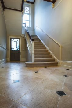 A beautiful natural stone floor in a classic hallway design Hallway Flooring, Tile Flooring, Floors, Belgian Blue, Victorian Hallway, Tin Tiles, Natural Stone Flooring, Classic Living Room, Hallway Designs