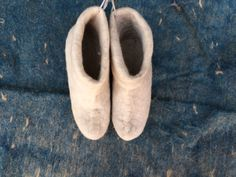 Women Felt house shoes, felted wool natural slippers, Felted shoes real wool color white and black wool color , by FeltFabrica on Etsy