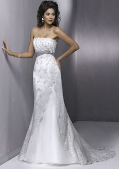 best wedding dress style for petite women | Dress for your silhouette