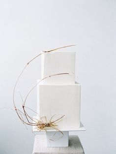 Geometric, square, minimal, modern, wedding cake modern wedding cakes Modern Wedding Inspiration Perfect for the Summer Season Square Wedding Cakes, Square Cakes, White Wedding Cakes, Elegant Wedding Cakes, Cool Wedding Cakes, Elegant Cakes, Wedding Cake Designs, White Cakes, Wedding White