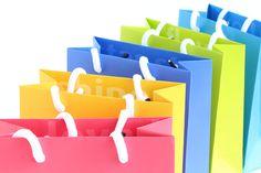 Papier-Geschenktaschen mit bunten Zeichen des Dankes