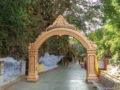 If you are planning to visit Dehradun then first explore the best places to visit with top tourist attractions in Dehradun like tapkeshwar temple, rajaji national park, robber's cave, sahastradhara, tapowan and stay in a Hotel like Padmini Palace which best suits for visiting different places in a short period.