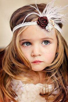 gyermek koszorúslány frizurák - kis koszorúslány frizura