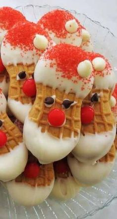 Nice Nutter Butter Santa Cookies: 1 Package of Nutter Butter Cookies, 1 Pound of Meltable White Chocolate, Red Sugar, White Chocolate Chips, Red Hots Ca… … Holiday Snacks, Christmas Party Food, Holiday Candy, Christmas Sweets, Christmas Cooking, Holiday Recipes, Christmas Foods, Christmas Candy Gifts, Xmas Food
