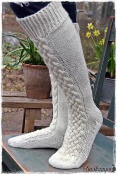 Ensin kudoin tummanharmaat… The promise I promised. First I woven dark gray socks, the pattern was created by that weave. Cable Knit Socks, Woolen Socks, Crochet Socks, Knitting Socks, Hand Knitting, Knit Crochet, Knitting Patterns, Art Boots, Fluffy Socks