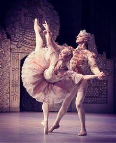 Beautiful costumes from Nutcracker in Royal Ballet - Iana Salenko and Steven McRae