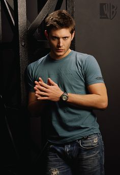 Top 10 TV Hunks Jensen Ackles / #Supernatural has been going strong for 8 full seasons and will return for it's 9th this fall! And we know one of the reason the show has so many fans is the hot Winchester brothers. Jensen Ackles has surely became one of the most popular hunks on TV due to his deep blue eyes, beautiful smile and hot body!