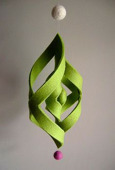 I used to make these out of paper all the time...never thought of using felt instead