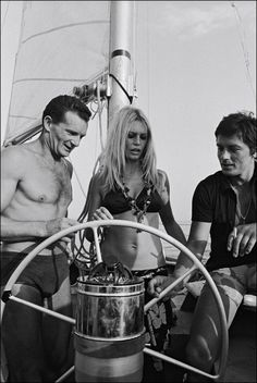 Brigitte Bardot with Alain Delon and Eric Tabarly in Saint-Tropez, 1968 Brigitte Bardot, Bridget Bardot, Saint Tropez, Alain Delon, Catherine Deneuve, Jane Fonda, Classic Hollywood, Old Hollywood, Cannes