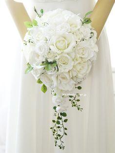 ロイヤルホワイトローズティアドロップブーケ | ウェディングブーケ.jp Wedding Flowers, Wedding Dresses, Bridal Bouquets, Floral Arrangements, Floral Design, Dream Wedding, Bloom, Bridesmaid, Engagement