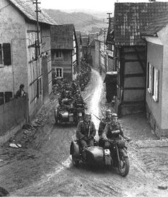 The Face of War: German Soldiers in Action! Ww2 History, Military History, World History, World War Ii, Mg34, Motos Vintage, Side Car, Germany Ww2, Ww2 Photos