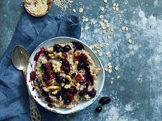 Våre beste oppskrifter på hjemmelaget grøt | Meny.no Smoothie, Oatmeal, Breakfast, Food, The Oatmeal, Morning Coffee, Rolled Oats, Essen, Smoothies
