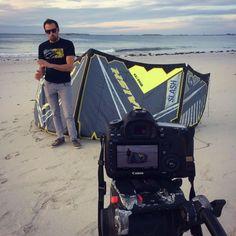 Tournage de futures présentations produits à la plage au soleil couchant !