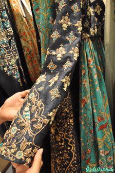 Anju Modi - Embroidery Work on Indigo Blue Blouse - Vogue Wedding Show 2015