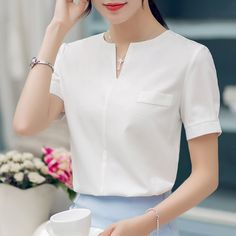 Disappearancelove 2017 chiffon shirt female summer all-match V-neck short-sleeve fashion shirt blouse Blouse Styles, Blouse Designs, Formal Blouses, African Blouses, Blouse And Skirt, Chiffon Shirt, Womens Fashion For Work, Work Attire, Pretty Outfits