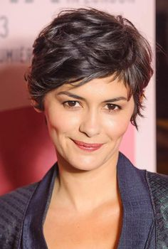 Modern Haircuts 82367 Audrey Tautou's short tapered haircut A pretty haircut and an ultra modern styling job. Perfect on thin faces. Short Taper Haircut, Short Sassy Haircuts, Tapered Haircut, Modern Haircuts, Pixie Haircut, Audrey Tautou, Audrey Hepburn, Short Curly Pixie, Short Hair Cuts