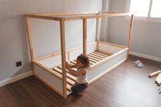 Cama casita Montessori - Hack Ikea KURA - My family Trip Ikea Toddler Bed, Toddler Boy Room Decor, Baby Room Diy, Toddler Rooms, Boys Room Decor, Baby Bedroom, Baby Boy Rooms, Girls Bedroom, Kura Cama Ikea