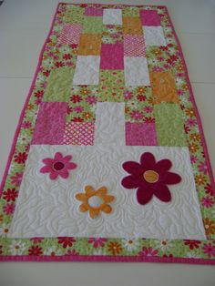 ON SALE Spring Daisy Quilted Table Runner or Table Topper with