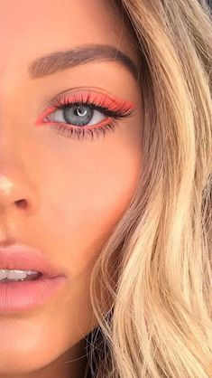 rosa Eyeliner / Neon-Augen-Make-up hacks for teens girl should know acne eyeliner for hair makeup skincare Makeup Eye Looks, Cute Makeup, Pretty Makeup, Skin Makeup, Eyeshadow Makeup, Hooded Eye Makeup, Glitter Makeup, Easy Eyeshadow, Yellow Eyeshadow