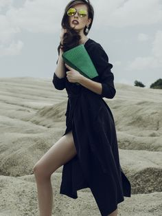 This Fall, a green leather clutch with croco effect is all that you need to have a stylish outfit@Wi
