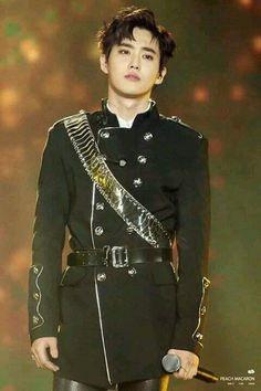 [ EXO ] ความคล้ายกันของเจ้าชายYi WUและซูโฮ ในงานGDA กลับมาเป็นกระแสอีกครั้ง.. - Pantip