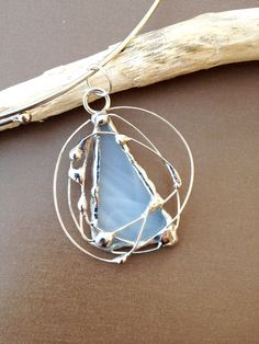 Stained glass pendant: white glass, silver wire: made by M(e) Glass Jewelry, Resin Jewelry, Boho Jewelry, Jewelery, Stained Glass Christmas, Soldering Jewelry, Stained Glass Projects, Beads And Wire, Glass Pendants