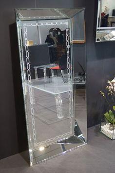 SZKLO-LUX Jaroslaw Fronczak   SPIEGEL Mi-06 - Die Spiegel gelten seit Jahren als ein hochgeschätztes Element der Innenausstattung, sie heben das Aussehen von Badezimmern hervor, geben jedem Raum eine ganz individuelle Note und schaffen eine einzigartige Stimmung. Die Firma Szkło-Lux bietet eine umfangreiche Auswahl an Wandspiegeln mit einer innerhalb von Spiegel befindlichen Gravur, die in der 3D-Technologie im Glas lasergraviert ist. Gravure Laser, Wall Mirrors, Interior Decorating, Vanity, Glass, Home Decor, Wall Mirror, Mirrors, Technology