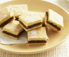 Date slice recipe - By Australian Women& Weekly, This recipe is simple and oh so sweet, but the best part? It uses less refined sugar, and instead opts for the delicious natural sweeteners of dates and honey. Baking Recipes, Cake Recipes, Dessert Recipes, Kiwi Recipes, Baking Desserts, Cake Baking, Diabetic Recipes, Date Slice, Sweet Bar