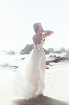 wedding gowns: Anna Campbell, photo: Thre Nails Photography