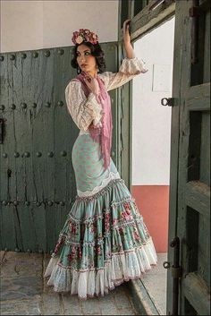 Spanish style – Mediterranean Home Decor Flamenco Costume, Flamenco Skirt, Spanish Dress, Spanish Style, Boho Fashion, Fashion Dresses, Fashion Design, Spanish Fashion, Mode Boho