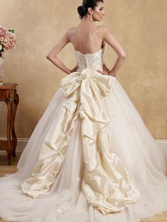Conceivable 2012 princess Ball gown Strapless appliques bodice with sash big tulle skirt Cheap Wedding Dress, Level Cheap Maid Of Honor Dresses In