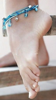Top Anklets and fine jewelry Cute Toes, Pretty Toes, Feet Soles, Women's Feet, Sexy Zehen, Pantyhosed Legs, Foot Pics, Beautiful Toes, Foot Toe