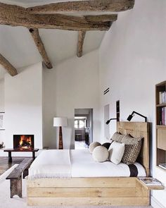 We checked, and these are the ELLE DECOR spaces you love the most. From cozy living rooms to dreamy bedrooms, get ready to pin your heart out. Modern Rustic Bedrooms, House Design, Interior Design, Bedroom Interior, Home, Bedroom Inspirations, Home Bedroom, Rustic Bedroom, Home Decor