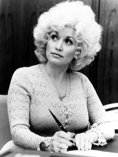Backwoods Barbie Turns A Look at Dolly Parton's Multi-Decade Career Dolly Parton Pictures, Star Wars, Country Music Singers, Confident Woman, Vintage Movies, Vintage Hair, Working Woman, Celebs, Celebrities