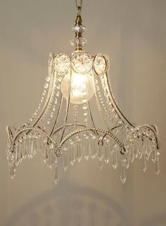 90b9dea7bc501d80078cead5cb54b0b7.jpg (480×651). How GORGEOUS is this? Made from an old wire lampshade.