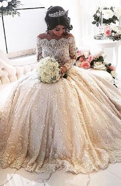 Aysha Mehajer wedding dress weighed 22kg and was made of French lace and…