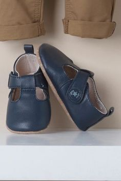 Navy Pram Leather T-Bar Shoes (Younger Boys)